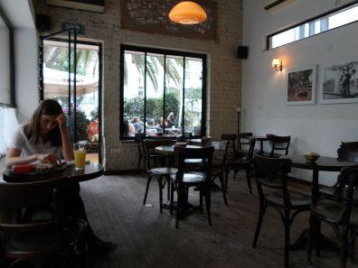 Cafe Noah Patrons